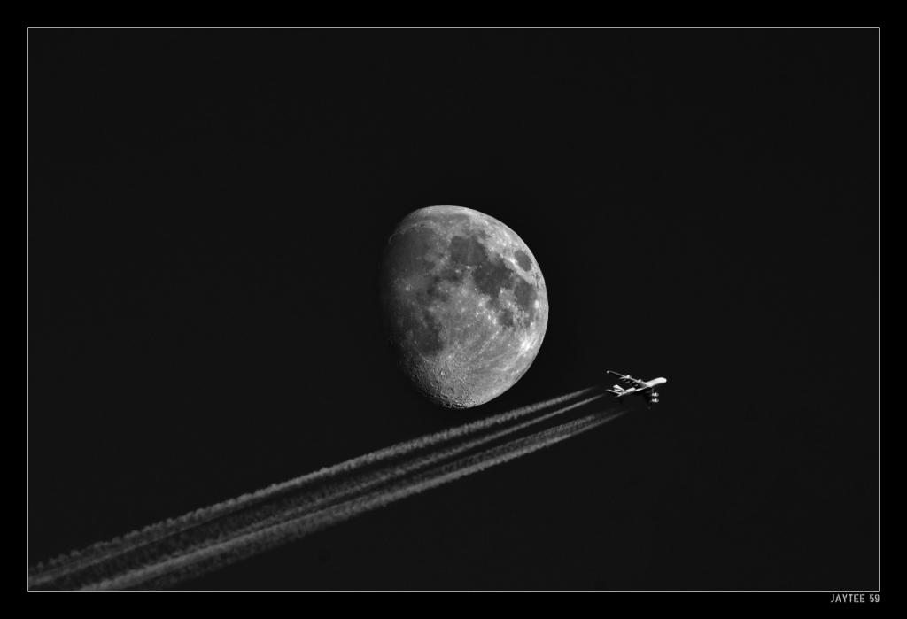 moon-plane_jaytee59_16bw