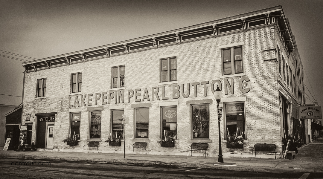 Lake Pepin Pearl Button Co