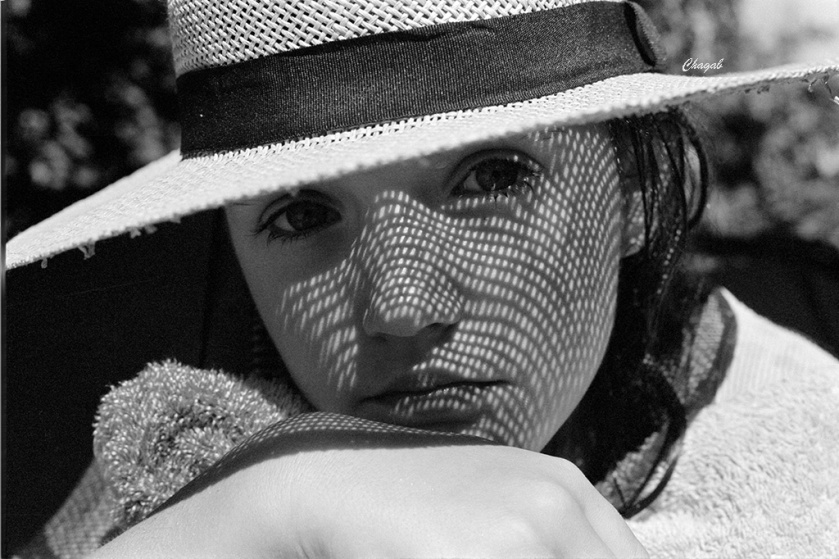 monochromia-chapeau