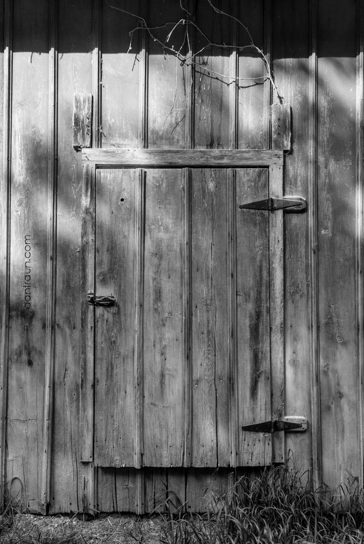2016-12-09-barn-door