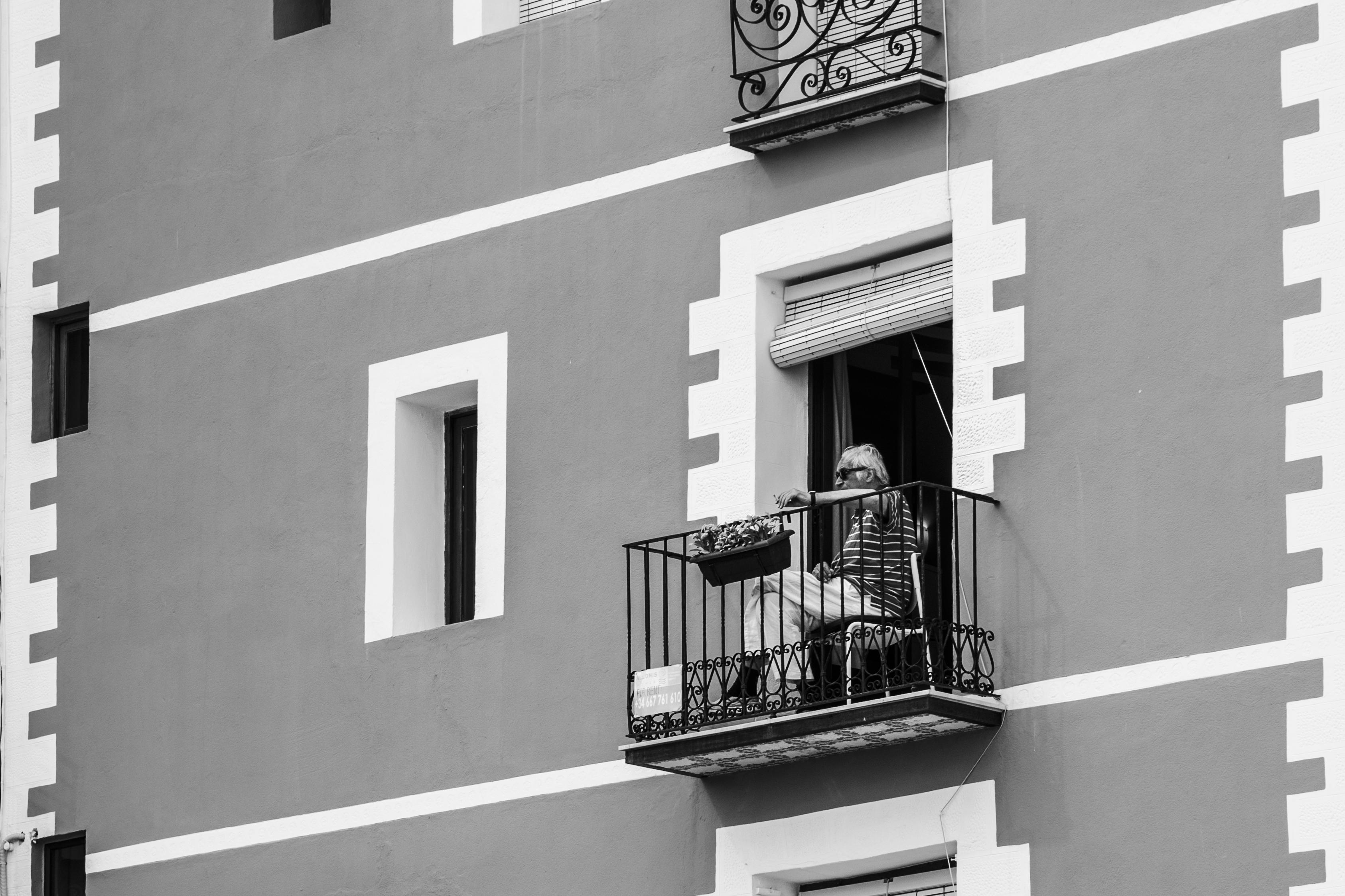 balcony man band w2